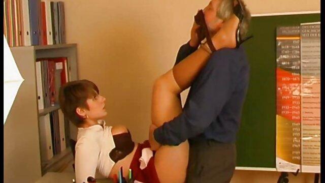 Vollbusige und deutsche reife nackte frauen heiße Kleine Gamer Mädchen Kommen und Spielen