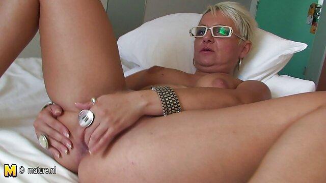 Mädchen mit piercing deutsche pornofilme mit reifen frauen bläst einen riesigen Schwanz