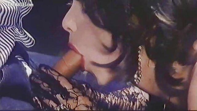 Sexy reife deutsche frauenfilme Stelldichein auf dem sofa