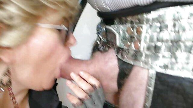 Pissing deutsche reife frau sex Fetisch babe genießt pee trinken