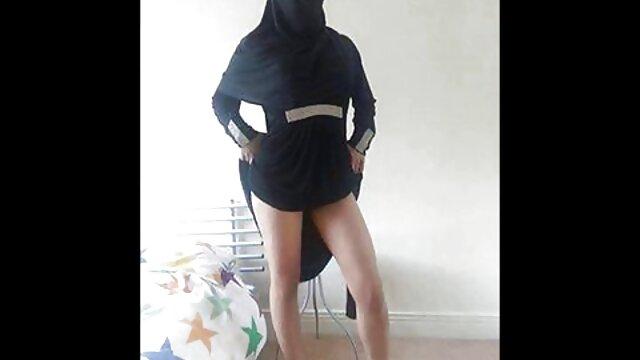 Redhead teen reife deutsche frauen beim sex gibt einen topless handjob