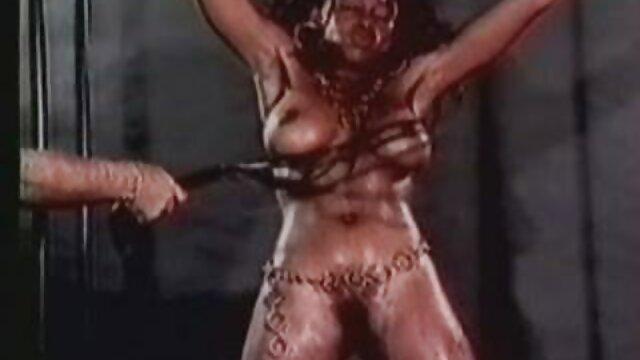Sexy Küken deutsche sex filme mit alten frauen in latex-Kleid in hinter den kulissen clip